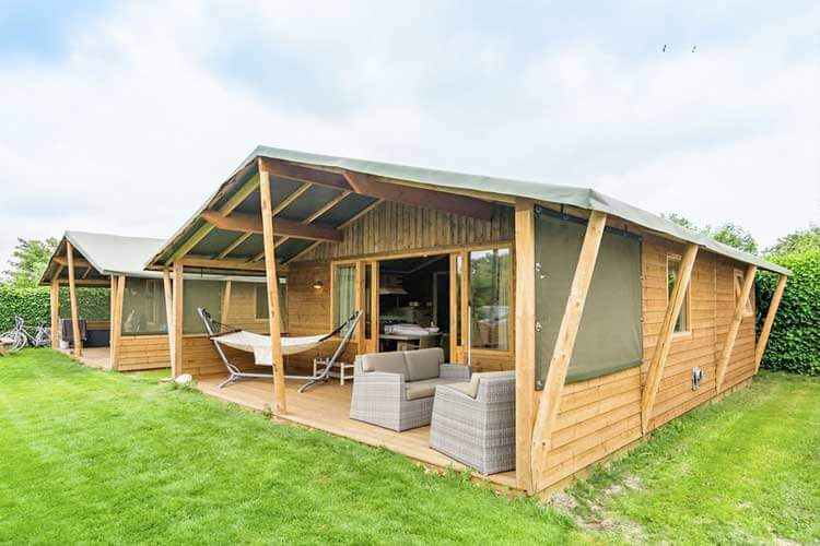 Luxe camperen in een lodge op Terschelling